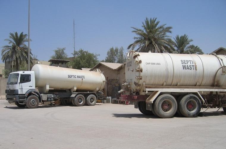 Camión cuba para vaciar fosa séptica